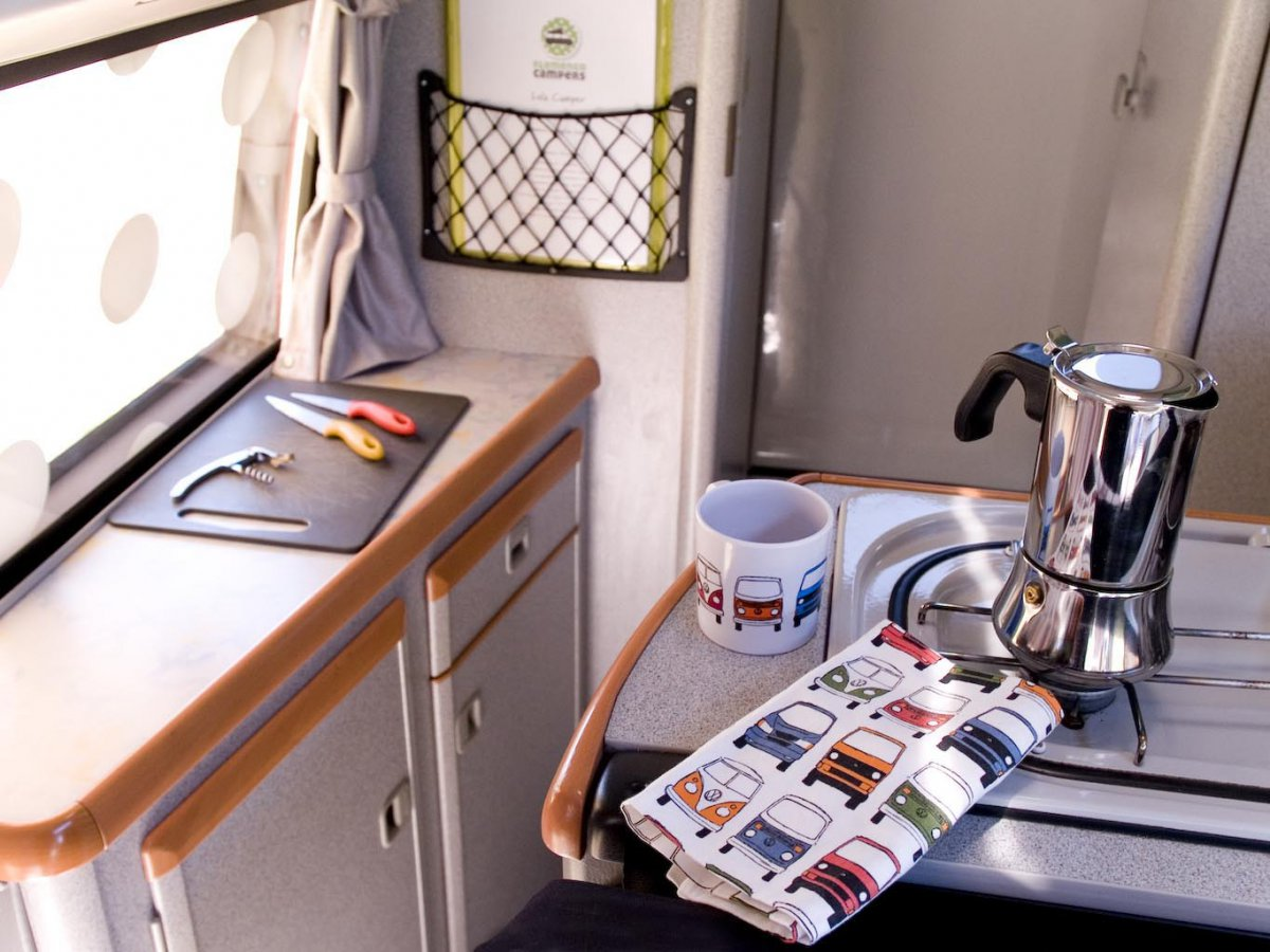 cocina lola - Explorando y descubriendo Andalucia en una VW Camper.