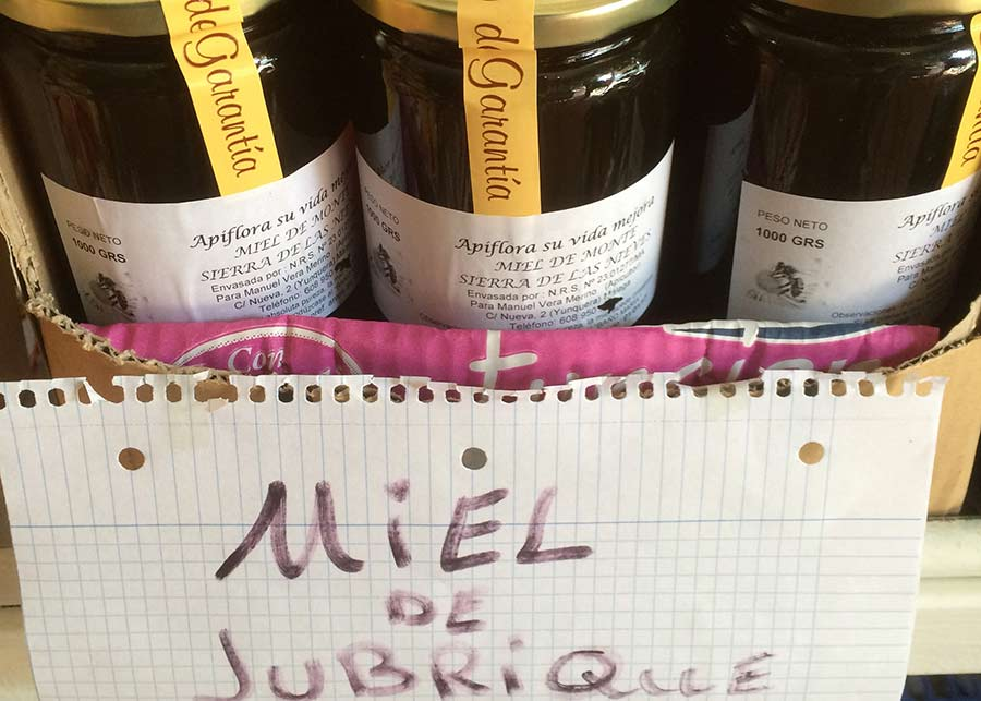 miel de jubrique 1 - Descubre los Pueblos Blancos de Málaga