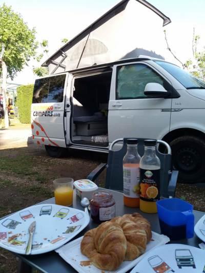 helene derijcke campervan 400x533 - Viaje en Camper a Granada, Córdoba, Sevilla y El Rocío, por Hellen Derijcke